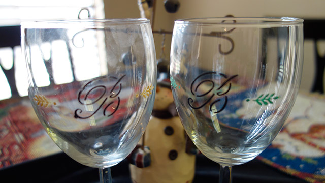 Diy wine glasses sweet little amelie for Acrylic paint on wine glasses