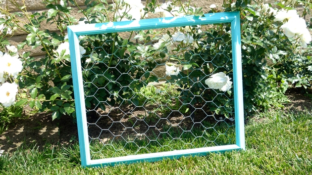 diy-chickenwire-picture-frame