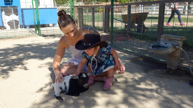 mommy-amelie-billygoat-2